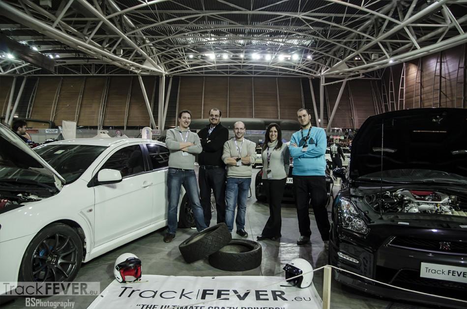 122_TrackFEVERStand