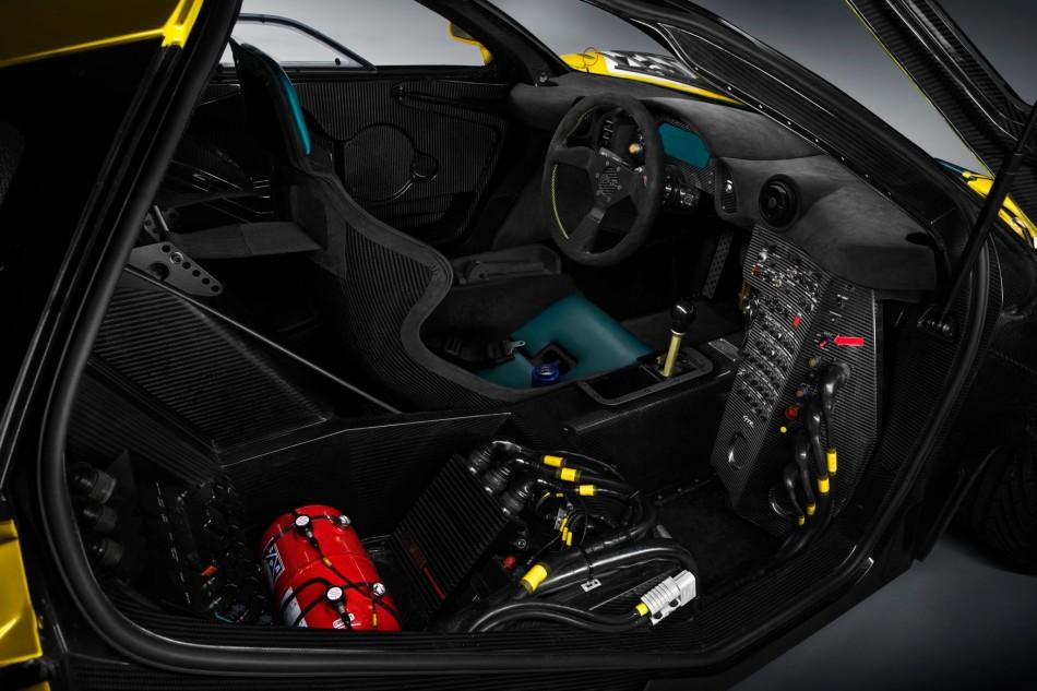 McLaren F1 GTR abitacolo