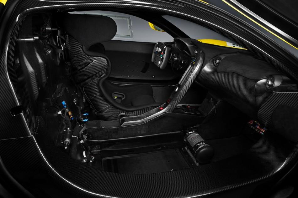 McLaren P1 GTR abitacolo